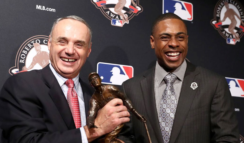2016 - CURTIS WINS THE ROBERTO CLEMENTE AWARD as well as the Marvin Miller Man of the Year Award, for his work on-and-off the field, as well as in the community through the Grand Kids Foundation.